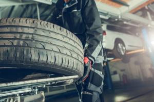 avtomehanik menjava gum Porsche Inter Auto